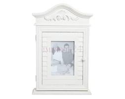 Szafka na klucze z serii Romantic z miejscem na fotografię, rzeźbiona, matowa biel z przecierką.