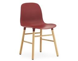 Form Normann Copenhagen czerwone krzesło z drewnianymi nogami (dąb) bez podłokietnika