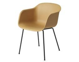Muuto krzesło Fiber w kolorze naturalnym na stalowych nogach w skandynawskim stylu