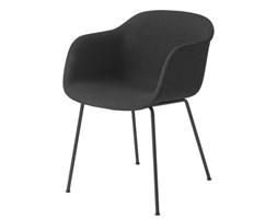 Muuto krzesło Fiber z czarną, tekstylną tapicerką firmy Kvadrat
