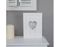 Drewniana skrzynka na klucze z serduszkiem, seria Romantic, kolor biały matowy.