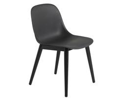 Muuto czarne krzesło Fiber Side, dębowa rama