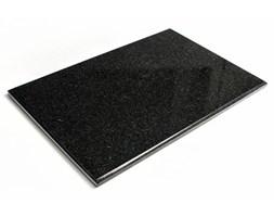 Nowoczesna i ekskluzywna czarna deska do krojenia z kamienia.