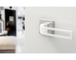Białe, nowoczesne klamki FORTUNA - do drzwi wewnętrznych