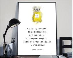 Plakat premium - Ilustracja z hasłem motywacyjnym - cytat Coco Chanel - 50 x 70 cm