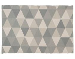Dywan wykonany z bawełny, poliestru i wiskozy o prostym splocie w odcieniach szarości z geometrycznym wzorem.